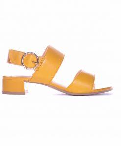 Дамски сандали на нисък ток в жълто