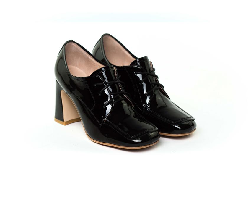Стилни дамски обувки от естествен лак DIMA в черно 20019