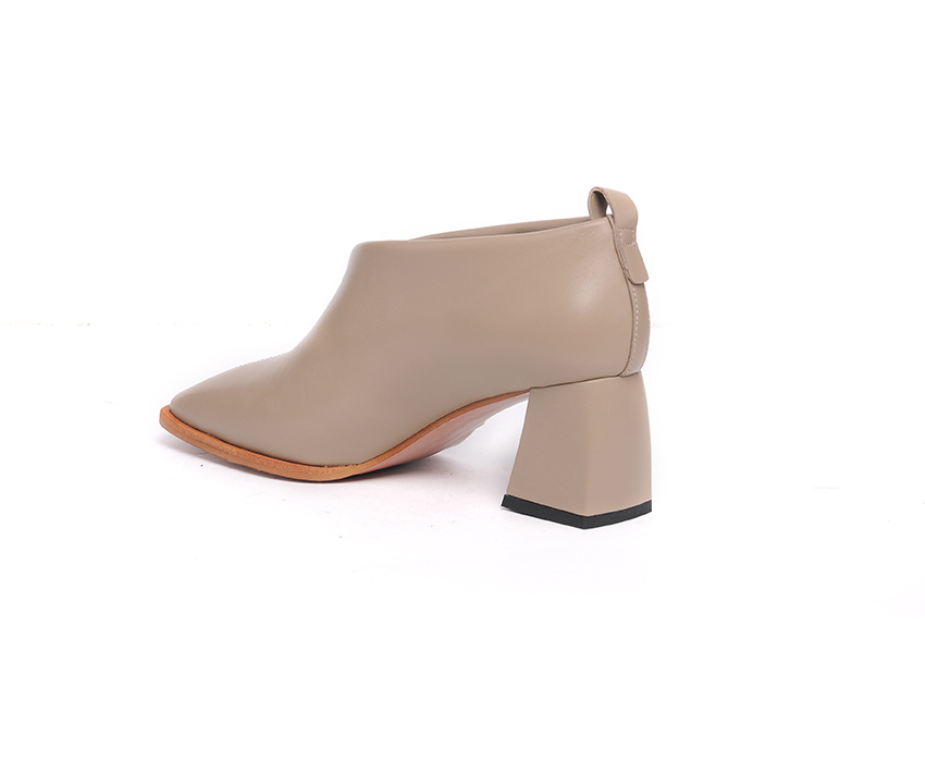 Елегантни дамски обувки в бежаво