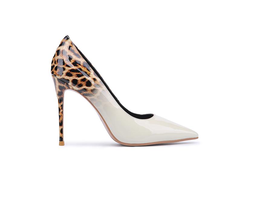 Елегантни дамски обувки в бяло с леопардов принт