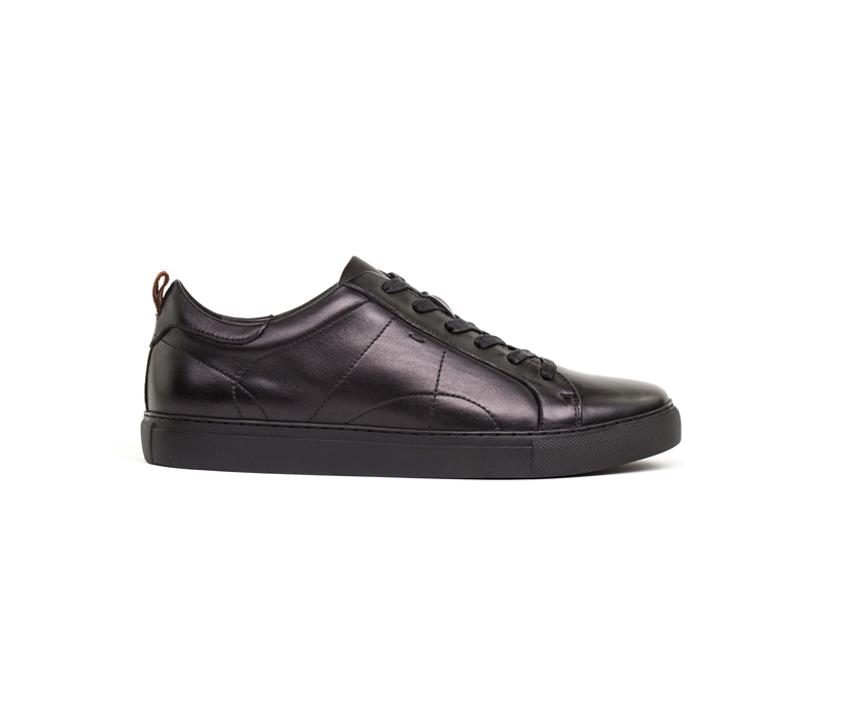 Спортни мъжки обувки в черно MARTIN 062