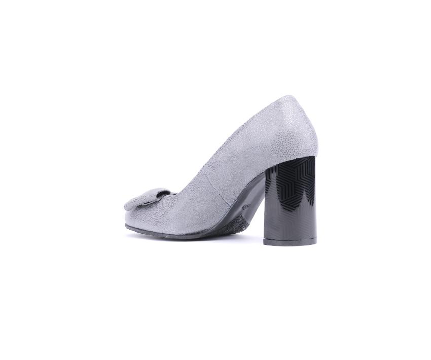 Елегантни дамски обувки от естетсвен щампован велур в сиво