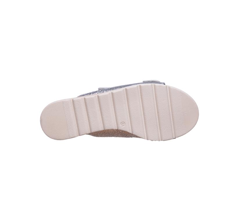 Дамски чехли от ефектна кожа в сребро CAPRICE silver