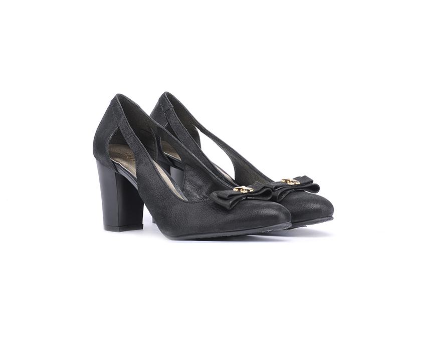 Елегантни дамски обувки в черно от ефектна кожа на ток