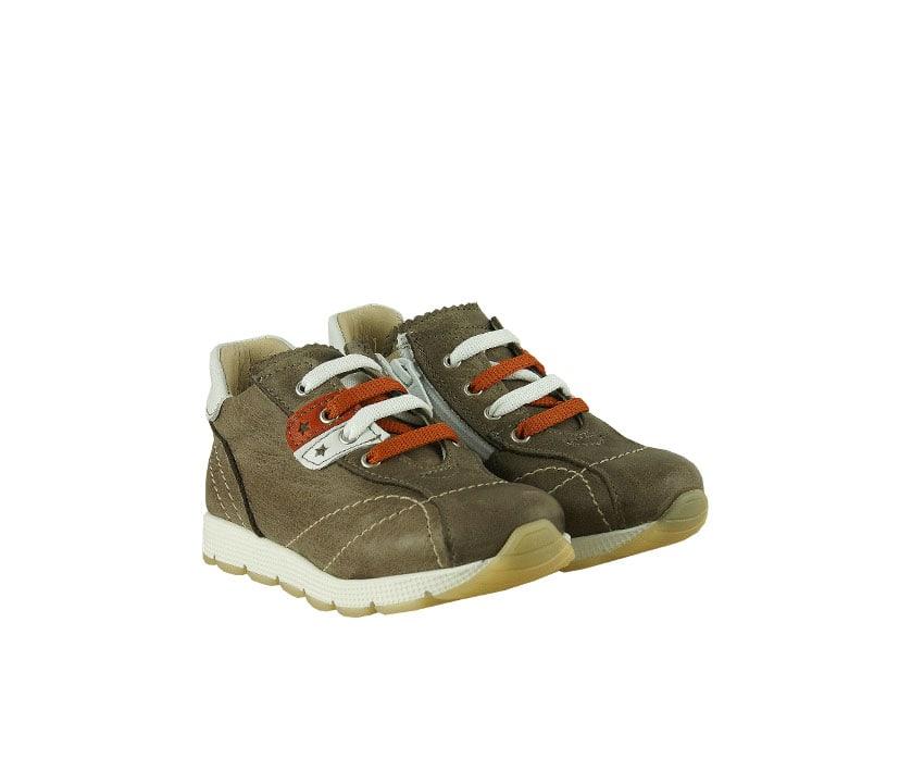 Детски спортни обувки от мека естествена напа в цвят таупе